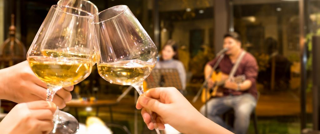How To Set The Mood With Live Entertainment In Your Restaurant